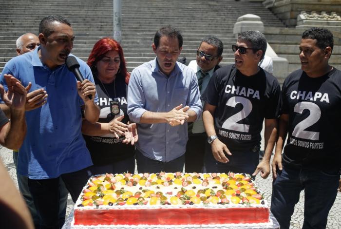 Servidores comemoraram prisão de Pezão com bolo