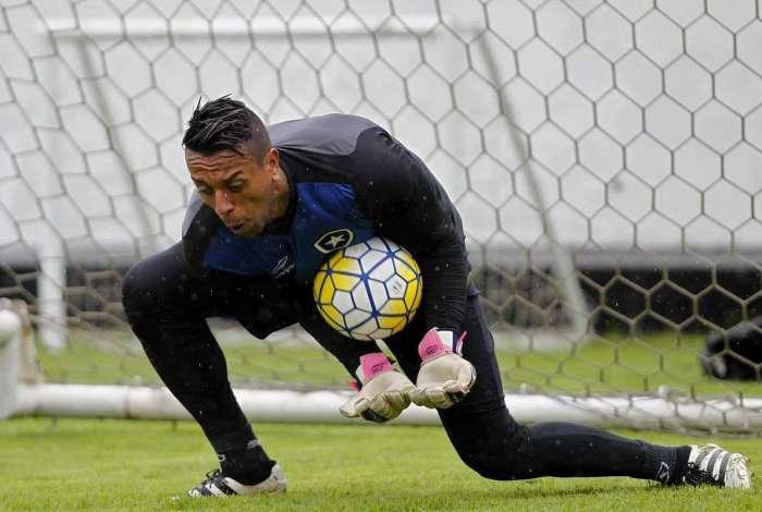 Sidão teve boa passagem pelo Botafogo em 2016, mas não atravessa um momento favorável no São Paulo