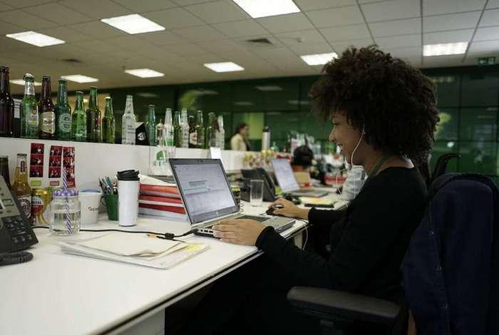 Empresa busca por candidatos com inglês avançado para cumprir estágio de 30 horas semanais