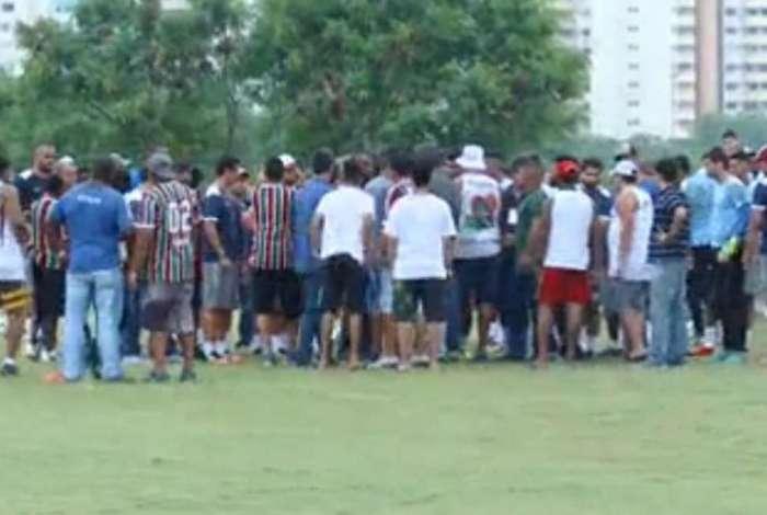 Torcedores invadiram CT do Fluminense