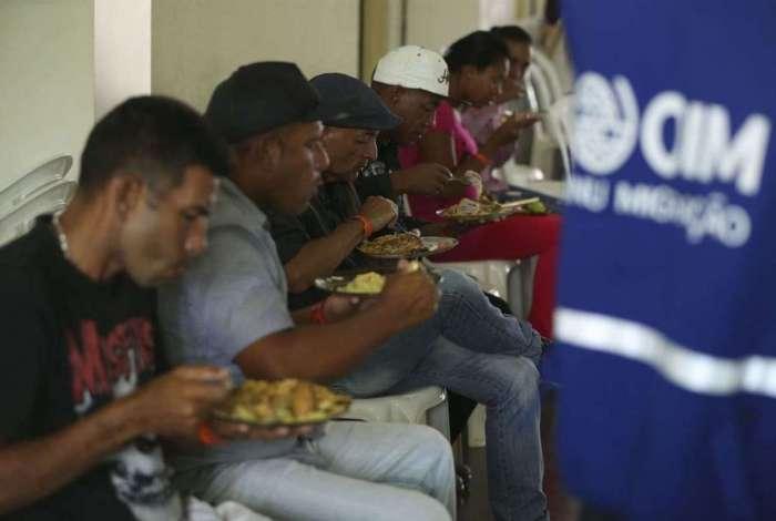 Migrantes venezuelanos vindos da cidade de Boa Vista, em Roraima, são acolhidos em uma paróquia para orientações e encaminhados para casas alugadas pelo programa de integração da Cáritas Brasileira, em São Sebastião, no Distrito Federal.
