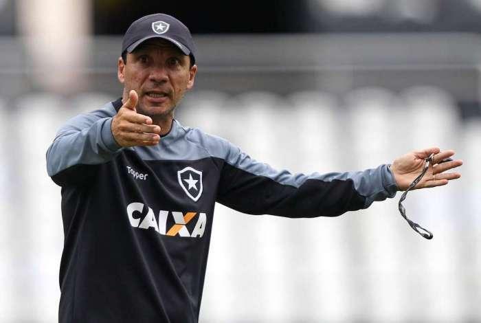 Zé Ricardo pode ter o reforço de Lucas Barrios para a próxima temporada