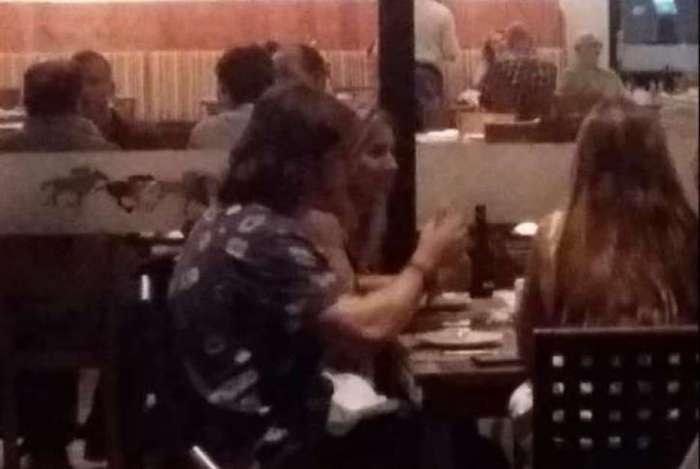Cris Dias e Caio Paduan em restaurante do Jockey