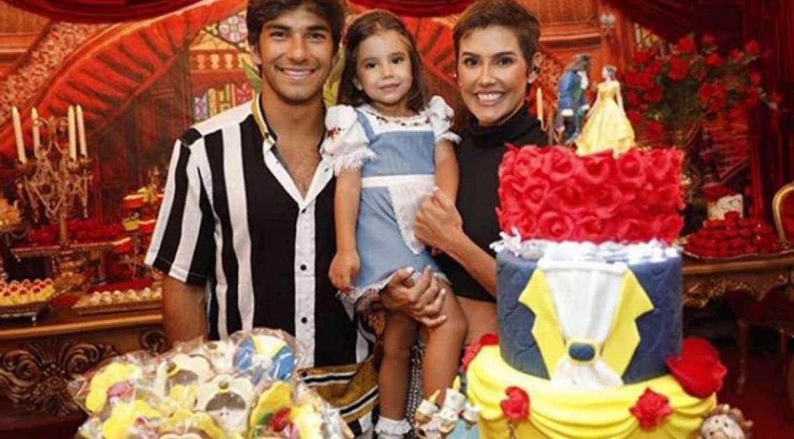 Hugo Moura, Maria Flor e Deborah Secco