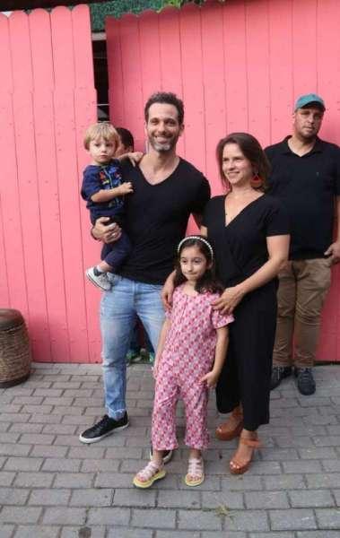 Mouhamed Harfouch com a muher, Clarissa Eyer, e os filhos, Bento e Ana Flor