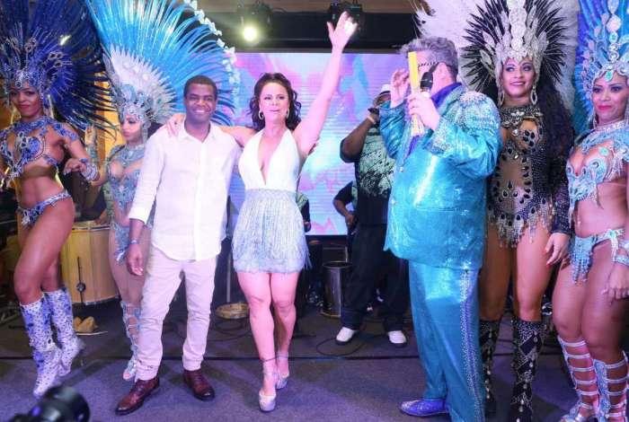 Viviane Araújo é coroada rainha de camarote e mostra todo seu samba no pé durante evento