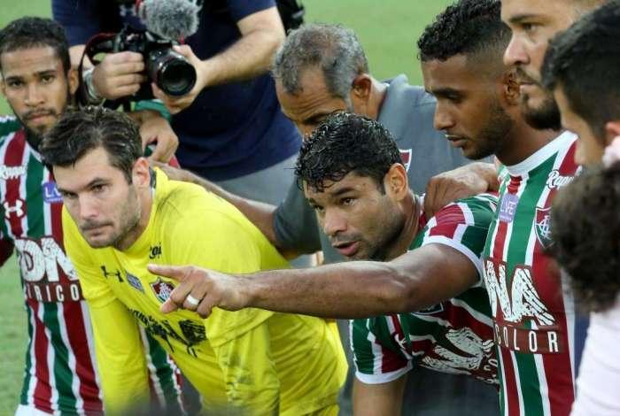 Líderes do elenco, Gum e Júlio César não sabem se ficam no  time tricolor