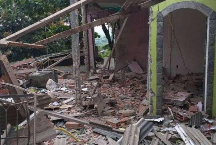 Casa ficou totalmente destruída