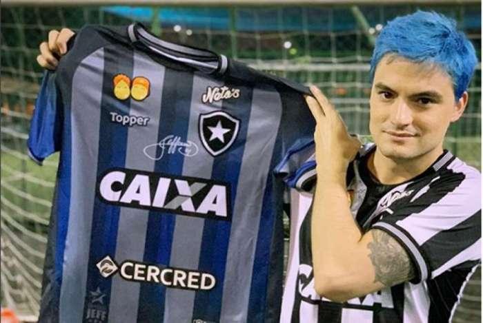 b7299c4d6fe92 Empresa de youtuber fecha patrocínio na camisa do Botafogo para ...