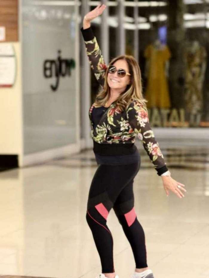 Susana Vieira faz a alegria dos fãs em shopping na Zona Sul do Rio