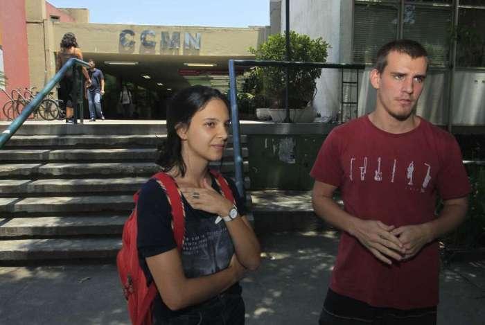 Estudantes de Geografia, Letícia Mendonça e Rodrigo Lourenço reclamam da segurança no campus