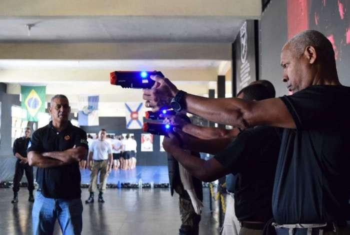 Guardas municipais recebem treinamento de armas não-letais