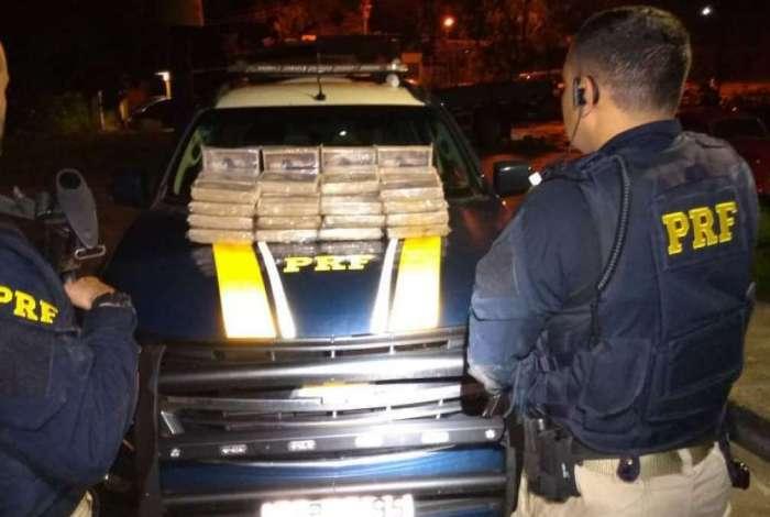 PRF apreende 65 quilos de pasta base de cocaína em Itaguaí