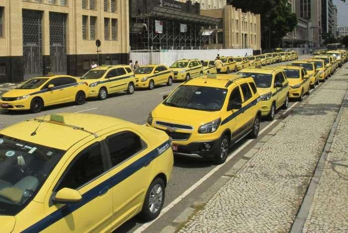 Taxistas poderão dar até 40% de desconto a idosos que irão tomar vacina da gripe