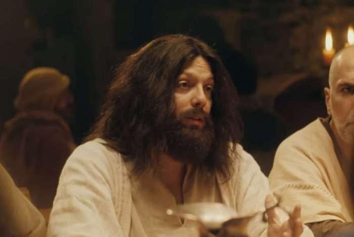 Fábio Porchat é Jesus no especial de Natal da Porta dos Fundos