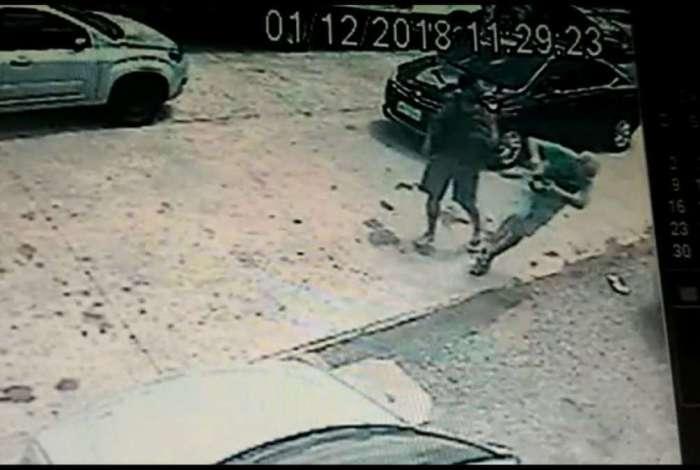 Câmera registra agressão de Humberto Cavalcante sobre José Guilherme Santiago
