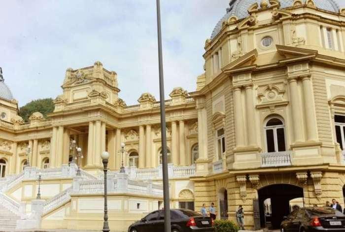 Governo do Rio bateu ontem o martelo sobre o pagamento do décimo terceiro na próxima sexta-feira