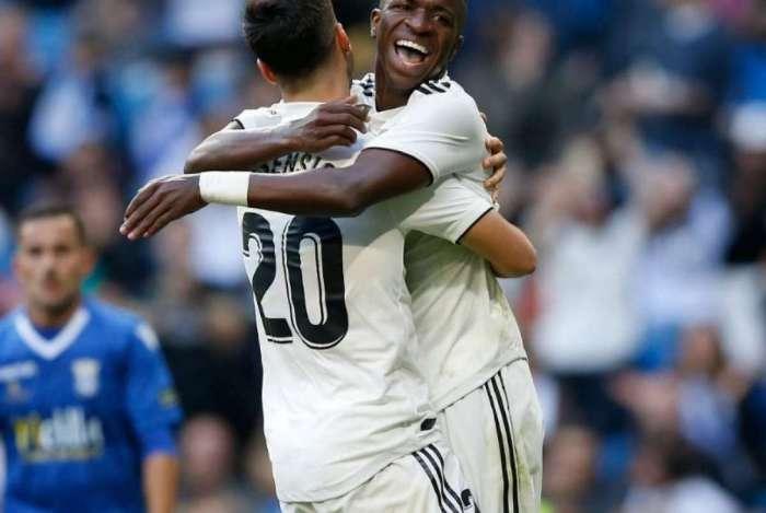 Vinicius comemora com Asensio