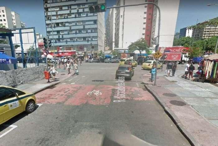 Rua Machado de Assis, na divisa entre os bairros do Flamengo e Catete