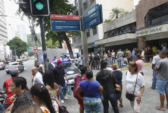 Tiros e correria durante uma tentativa de assalto na Rua da Passem em Botafogo Zona Sul do Rio,um suspeito ainda nao identificado  morreu  Severino  Silva/ Agencia O Dia