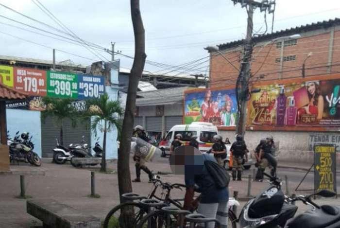 Com o tumulto, as lojas do bairro chegaram a fechar as portas