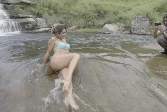 Mesmo sem aprovação do marido, Rita de Cássia faz teste de câmera só de lingerie