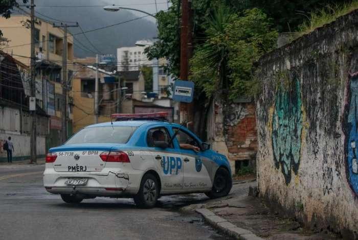 Ontem, policiais militares reforçaram patrulhamento na comunidade
