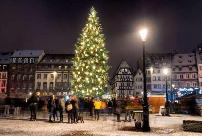 Mercado de Natal em Estrasburgo, próximo ao local onde seis pessoas morreram nesta terça-feira