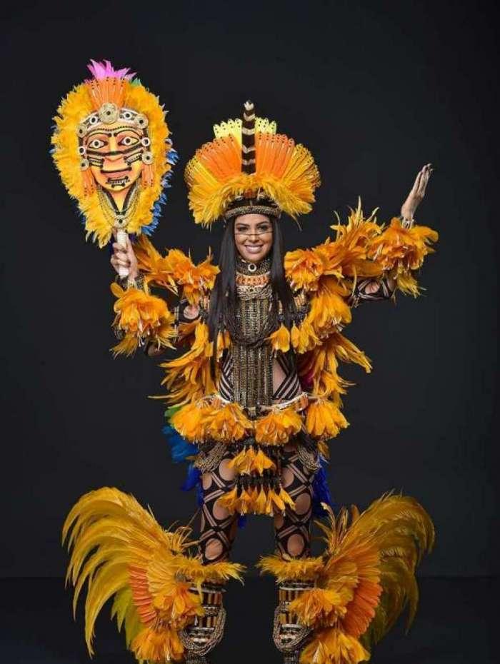Mayra Dias em traje típico para o Miss Universo 2018