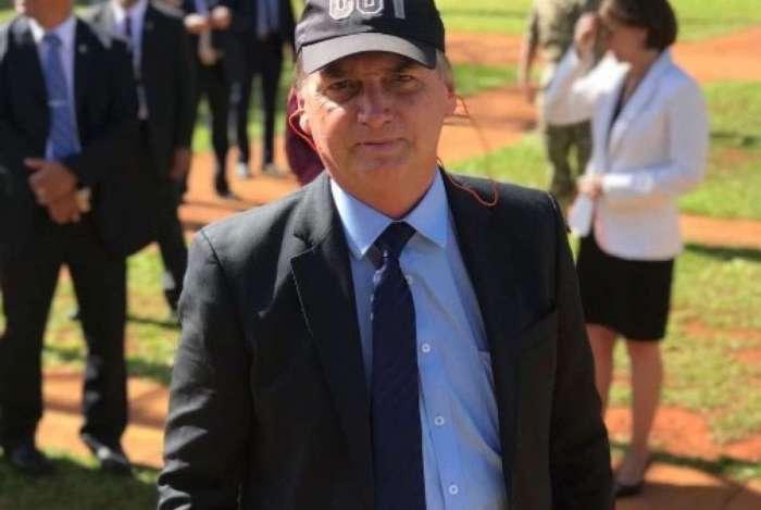 'Além de tratar-se de cláusula pétrea da Constituição, não fez parte de minha campanha. Assunto encerrado antes que tornem isso um dos escarcéus propositais diários', escreveu Jair Bolsonaro