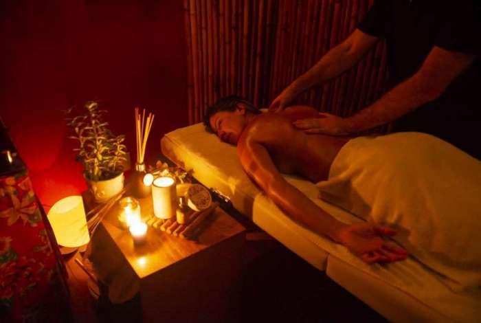 Além de diferentes tipos de terapia spa tem loja e oferece cursos