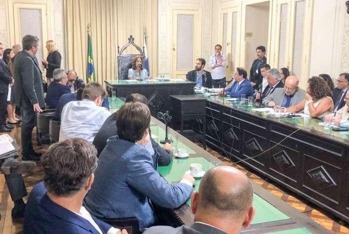 Comissão da Alerj inicia processo de julgamento de impeachment de Pezão