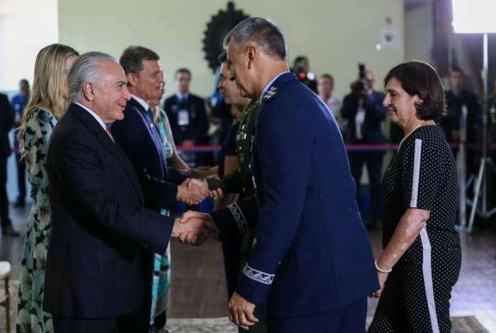 Michel Temer participou da cerimônia de cumprimentos de fim de ano junto com os comandantes da Marinha, Exército e Aeronáutica, no Clube do Exército