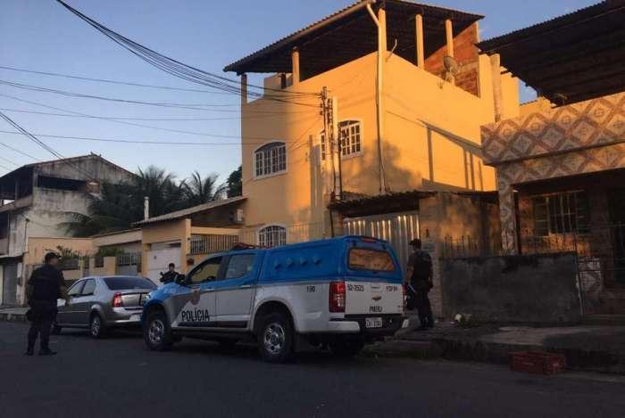 Um tenente também está envolvido no caso. Mandado de prisão foi cumprido na casa do oficial