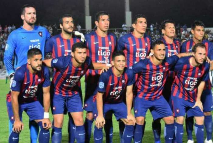 Vasco pode ganhar reforço de lateral do Cerro Porteño