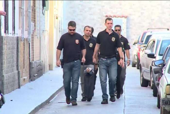 Agentes da Polícia Federal chegaram cedo na casa do rapaz