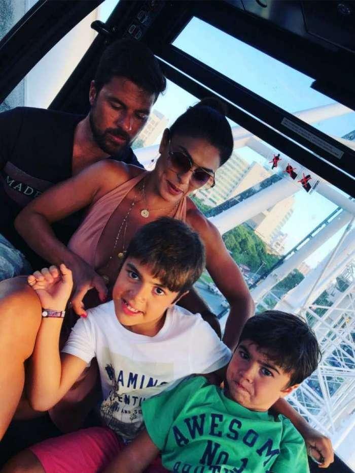 Juliana Paes com marido e os filhos