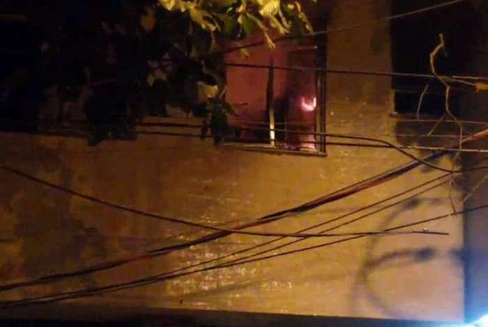 Fogo na Av. Maracanã aconteceu em um prédio próximo ao Shopping Tijuca