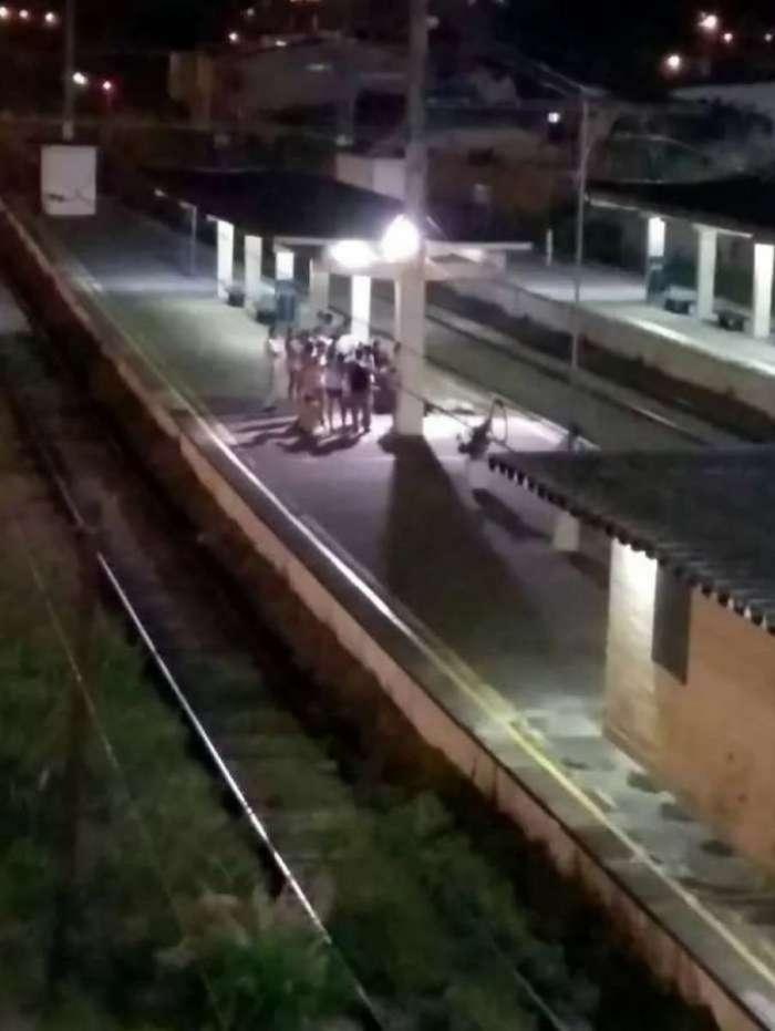 O corpo do jovem foi visto na estação já de noite