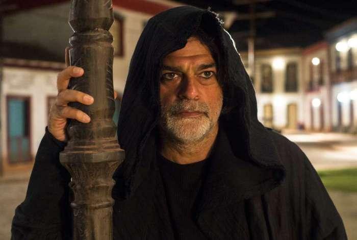 O ator Eduardo Moscovis vive a forma humana do gato León, que aparece hoje na novela das nove e dá uma surra em Sampaio
