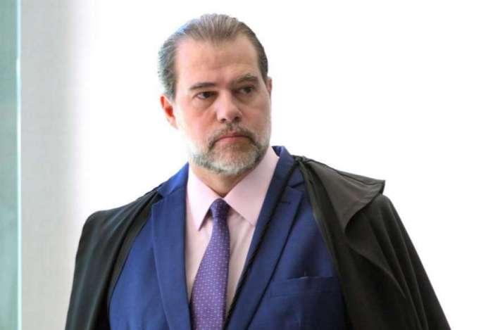"""Ministro Dias Toffoli abriu inquérito para apurar ameaças e a disseminação de notícias falsas contra a Corte e seus integrantes - e que levou à censura de notícias jornalísticas publicadas na revista digital """"Crusoé"""""""