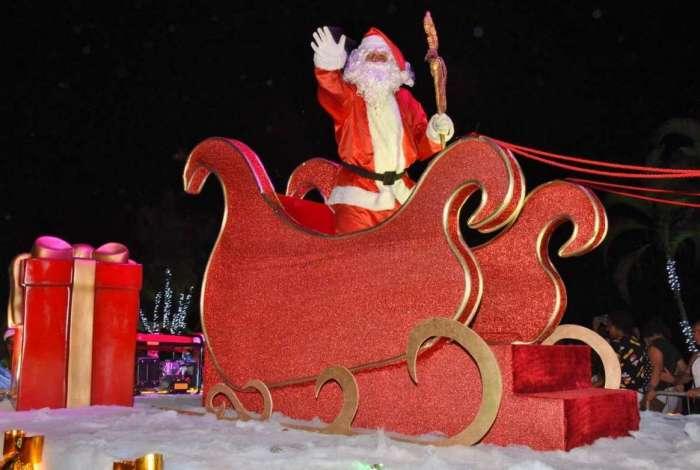 Em Araçatiba, 120 personagens natalinos participam do Desfile Encantado