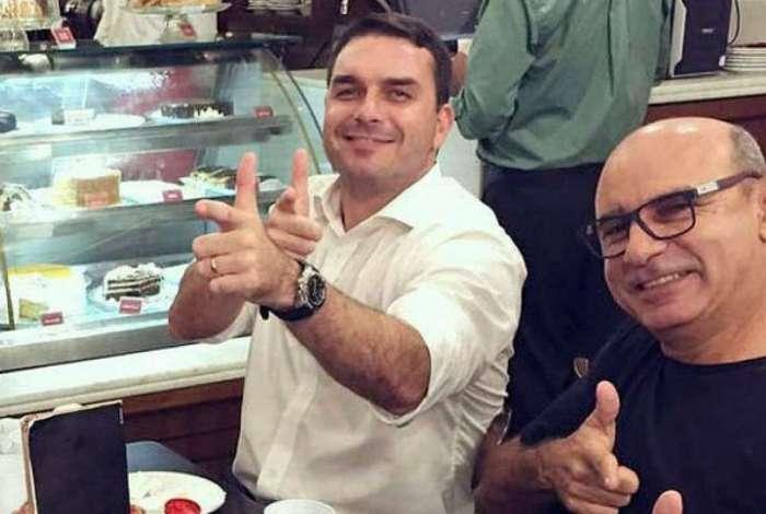 Flávio Bolsonaro e Fabrício Queiroz: o primeiro foi convidado a depor amanhã. o segundo fez cirurgia dia 1º