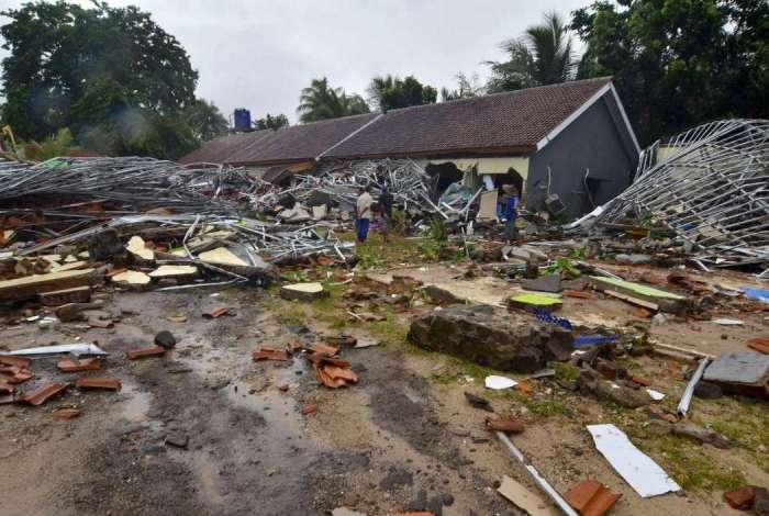 Tsunami devastou as ilhas de Sumatra e Java, em Sunda, na Indonésia