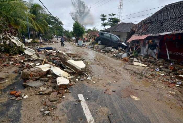 O tsunami deixou um rastro de mortes e destruição na Indonésia