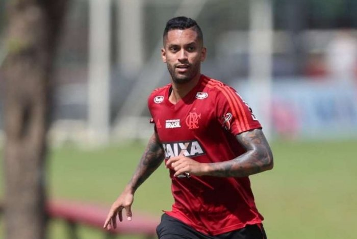 Rômulo está de saída do Flamengo. Ele será emprestado ao Grêmio.