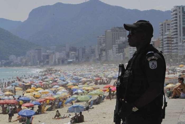 PM reforça segurança nas praias do Rio durante a operação Verão