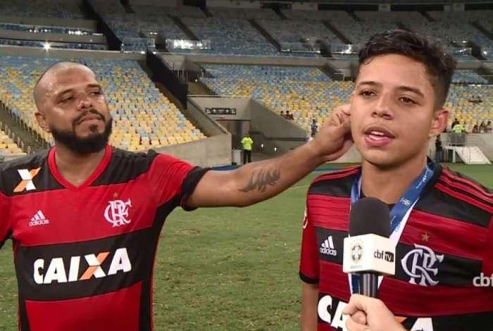 Herói do Flamengo se emociona com o título do filho na Copa do ... 8c07155b2c972