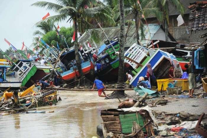 Tsunami varreu a região