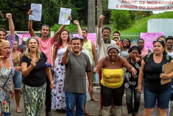 Moradores impediram, durante protesto, a desocupação de Ciep em Volta Redonda